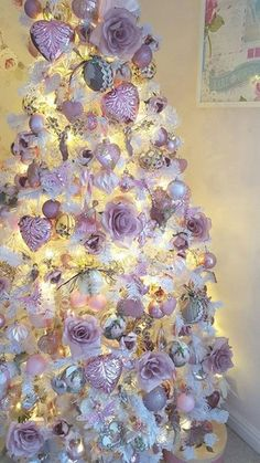 50 Adorable Pink and Purple Christmas Decoration Ideas Purple Christmas Decorations, Purple Christmas Tree, Beautiful Christmas Trees, Noel Christmas, Victorian Christmas, Christmas Colors, Xmas Tree, Christmas Themes, All Things Christmas