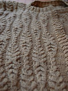 Interesting cable pattern. This would be beautiful on a pillow. Ravelry: Arans pattern by Pelykh Natalie