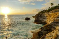 Portlock Point, our favorite place to go chill and watch whales breach, then eat at our favorite Greek restaurant afterward. Would love to be there right now *sigh* Great Places, Places To See, Places Ive Been, Oahu Hawaii, Maui, Glow Rock, Greek Restaurants, Nature Photos, Spring Break