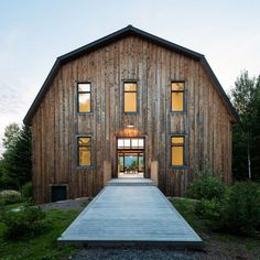 Montreal designer Louis Beliveau of La Firme has overhauled a decrepit barn in Quebec by turning its hollow core into a holiday home for two city dwellers. Log Home Plans, Barn Plans, Metal Building Homes, Building A House, Amazing Architecture, Architecture Design, Garage Apartment Plans, Barns Sheds, Pole Barn Homes