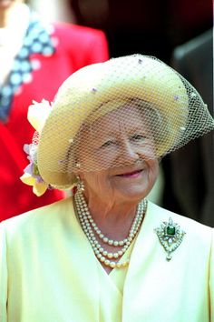 Queen Elizabeth, The Queen Mother wearing her Emerald & Diamond, Greville brooch. On her 98th birthday outside Clarence House, 4th August 1998.