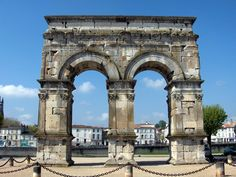Photo File:Arc de Germanicus Saintes - Charente Maritime 17  By Propre travail (Own work) [CC-BY-SA-2.5 (http://creativecommons.org/licenses/by-sa/2.5)], via Wikimedia Commons