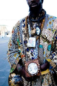 Baye Fall get up in full glory. These guys would periodically come through villages asking for support. They were usually singing as they were asking. Africa Fashion, Tribal Fashion, Mens Fashion, Fashion Menswear, Out Of Africa, West Africa, Baye Fall, African Life, Casamance