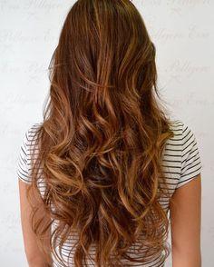 ¡¡Colores brown preciosos!! Perfectos para llevar el cabello a la última este otoño!! ⠀ #evapellejero #ondas #peloprecioso #melenaza #haircolor #salonbeauty #zaragoza