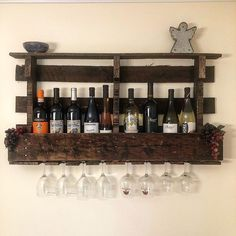 Use Pallet Wood Projects to Create Unique Home Decor Items Pallet Projects Signs, Diy Wood Projects, Pallet Wine, Outdoor Pallet, Pallet Ideas Easy, Shipping Pallets, Wine Shipping, Wood Projects For Beginners, Wine Shelves