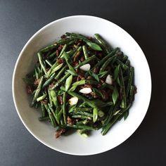 Stir-Fried Long Green Beans – O Z M U N D A R E G A L I S