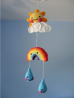 Qué monoso! Patrón en: http://www.coatscrafts.co.uk/Crochet/Projects/childs_bedroom_mobile.htm