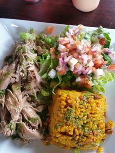 Pavo,arroz mamposteo y ensalada pico de gallo en Restaurante Tesoro Escondido,Mayaguez PR