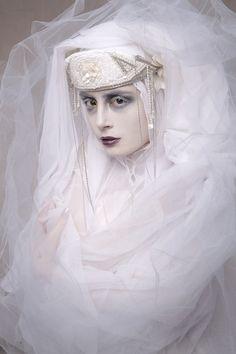 Pictures by Pauline Darley. Make-Up et Assistante stylisme/mise en scène : Camille de Mademoiselle MU Dresses : Coppélia Pique / Tights : Be Baroque / Tiara : Tand3m / Headpiece : Mira'belle