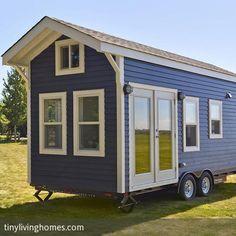 """**Für viele sind Tiny Houses keine Option, weil es in den kleinen Häuschen naturgemäß meist an Stauraum mangelt. Nicht so in der """"Amalfi Editon"""" des…"""