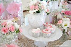 Lima Limão - festas com charme: Batizado da Madalena: anjinho charmoso! Baby Showers, 2nd Birthday Parties, How To Make Cake, Floral Arrangements, Garland, Delicate, Invitations, Table Decorations, Elegant