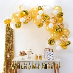 This Ginger Ray Gold Balloon Arch Kit includes balloon tape, glue dots, and gold and white balloons that come in different sizes and designs. Use this balloon arch kit to decorate for a graduation party, New Year's Eve party, or any other occasion! Round Balloons, White Balloons, Confetti Balloons, Ballons Mylar, Letter Balloons, Gold Party Decorations, Balloon Decorations, Birthday Party Decorations, New Years Eve Party Ideas Decorations