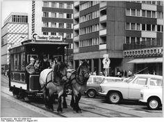 Pferdestrassenbahn https://upload.wikimedia.org/wikipedia/commons/4/43/Bundesarchiv_Bild_183-L0806-0010%2C_Leipzig%2C_Pferdestra%C3%9Fenbahn.jpg