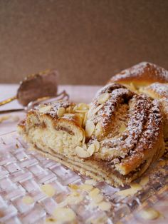 Hefezopf mit Nussfüllung // danielas foodblog Keks Dessert, Austrian Recipes, Austrian Food, Best Sweets, Recipe Of The Day, Cake Cookies, Baked Goods, Bakery, Sweet Treats