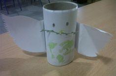 Manualidad para niños: Paloma de la paz con tubo de cartón - http://www.manualidadeson.com/manualidad-para-ninos-paloma-de-la-paz-con-tubo-de-carton.html