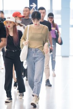 Korean Airport Fashion, Korea Fashion, Kpop Fashion, Fashion Idol, Girl Fashion, Fashion Looks, Fashion Outfits, Kim Doyeon, Casual Outfits