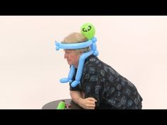 In this video instruction you will learn how to make bug balloon hat or butterfly balloon hat using balloon twisting technique. Easy Balloon Animals, Ballon Animals, Balloon Hat, The Balloon, Butterfly Balloons, Twisting Balloons, How To Make Balloon, Balloon Modelling, Ninja Party
