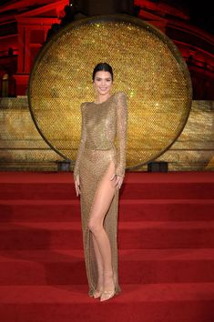Kendall Jenner certainly knows how to rock a naked dress, and her latest look is no exception. The supermodel arrived to The Fashion Awards at Robert Albert Hall in London, dazzling in a sheer golden dress that leaves little to the imagination. Kendall Jenner Outfits, Kendall Jenner Estilo, Kendall Jenner Mode, Kendall Jenner Makeup, Look Fashion, Fashion Models, Modelos Fashion, Jenner Style, Sheer Dress