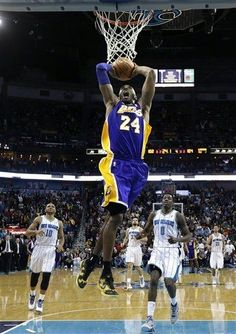 Kobe breaks away from Eric Gordon (left) and Al-Farouq Aminu for the slam. (March 6, 2013 | Los Angeles Lakers @ New Orleans Hornets | New Orleans Arena in New Orleans, Louisiana)