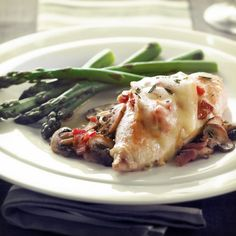 Poulet au bacon et aux champignons gratiné au fromage Le Fou du Roy/Fromages d'ici Recipe Master, Sauteed Mushrooms, Mushroom Chicken, Special Recipes, Cooking Time, Chicken Recipes, Beef, Stuffed Peppers, Master Chef