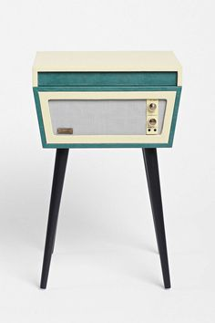 Vinyles urban outfitters and caisses en bois on pinterest - Tourne disque urban outfitters ...