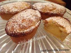 Il pasticciotto leccese è uno dei dolci caratteristici della Puglia. E' buonissimo con il suo ripieno di crema pasticcera.