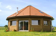 Looking for a Maison Bois Hexagonale. We have Maison Bois Hexagonale and the other about Maison Interieur it free. Hut House, Dome House, Round House Plans, Modern House Plans, Home Design Diy, House Design, Yurt Home, Circle House, Earth Bag Homes