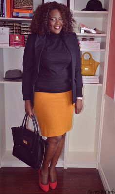 Curvy women fashion .mustard skirt . Easy style for work, workwear outfit for plus size women.