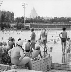 The Moskva Pool, 1976 Back In The Ussr, Russian Architecture, Moscow Russia, Historical Photos, Old Photos, Street Photography, Swimming Pools, History, World