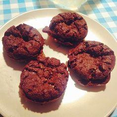 Recetas Fitness: Brownies de Chocolate Ingredientes: 20 almendras molidas 6 claras 3 onzas de chocolate negro fundido 6 cucharaditas de ca...