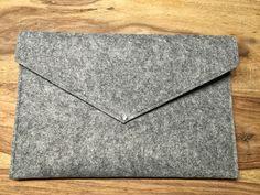 Elegante+Clutch+/Tasche+aus+Filz+mit+türkiser+Naht+von+Julia's+Store+auf+DaWanda.com