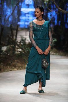 Tarun Tahiliani - Amazon India Fashion Week - Autumn Winter 17 - 76 India Fashion Week, Fashion 2020, Asian Fashion, Fashion Trends, Women's Fashion, Western Outfits, Indian Outfits, Tarun Tahiliani, Lehnga Dress