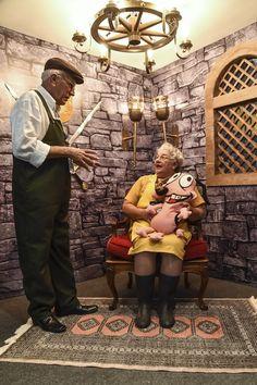 CCXP 2016   Casal de aposentados impressiona com cosplay de Coragem: O Cão Covarde   Entrevista   Omelete