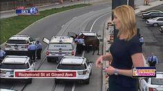 Horse shuts down intersection in Port Richmond http://6abc.com/traffic/horse-shuts-down-intersection-in-port-richmond/1872714/