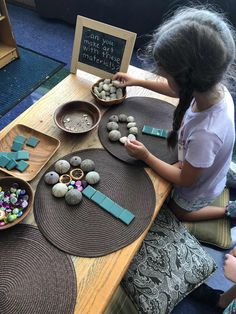 Introducing loose parts in the beginning of there requires thoughtful planning. Introducing loose parts in the beginning of there requires thoughtful planning. Reggio Emilia Classroom, Reggio Inspired Classrooms, Montessori Classroom, Kindergarten Classroom, Kindergarten Activities, Toddler Activities, Preschool Activities, Reggio Emilia Preschool, Montessori Art