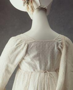 Empire line day dress of sprigged muslin - MAAS Collection 1800s Fashion, 19th Century Fashion, Vintage Dress Patterns, Vintage Dresses, Muslin Dress, Cotton Muslin, Regency Dress, Regency Era, Transparent Dress