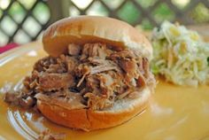 Pulled Pork - Pork Butt Had some yesterday at Vicky & Doug's home. Just unbeliveable! Pork Recipes, Slow Cooker Recipes, Crockpot Recipes, Yummy Recipes, Yummy Food, Tasty, Kalua Pork, Summer Pasta Salad, Pork Dishes