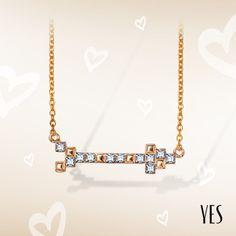 Pozłacany naszyjnik z kryształkami Swarovskiego.  Cena: 139 PLN  http://www.yes.pl/51953-yes-love-collection-AB-S-000-ZLO-ANCL320