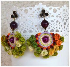Heureux colorés dangles ooak crochet verts roses par Marmotescu