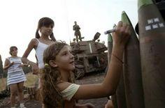 <B>Medio Oriente, i messaggi delle bambine israeliane sulle bombe</B>