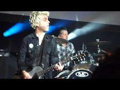 Green Day выступили с Джоан Джетт на премьере фильма - http://rockcult.ru/green-day-and-joan-jett-perform-at-movie-premiere