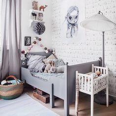 "Mrs Mighetto op Instagram: ""Beautiful kidsroom at our favourite @annamalmbergphoto ⭐️ Miss Harriet still available at @theposterclub and @wonderwalljessica #mrsmighetto #missharriet #print #poster #70x100 #limitededition #onthewall #kids #kidsroom #kidsinterior"""