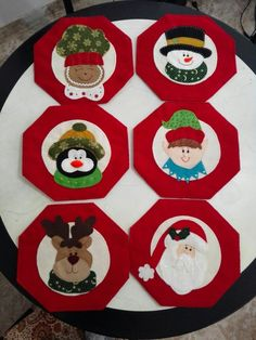 Resultado de imagen para individuales navideños Christmas Crafts For Kids, Christmas Decorations, Christmas Tree, Holiday Decor, Christmas Ideas, Mug Rugs, Margarita, Table Runners, Kawaii