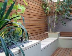 Modern Gardening Modern Garden - raised beds and screening - Your small patio garden design can contain many charming and stylish details and contrasts, inspired by backyard or front yard landscaping ideas, developed by professionals Small Outdoor Patios, Small Patio, Outdoor Seating, Outdoor Living, Outdoor Decor, Garden Seating, Outdoor Spaces, Garden Design London, Small Garden Design