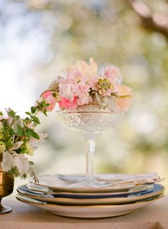 nice place setting flower arrangement