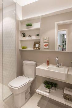 Soluções inteligentes para apartamento de uma jovem família Small Toilet Room, Small Space Bathroom, Modern Bathroom Design, Bad Inspiration, Bathroom Inspiration, Home Room Design, Home Interior Design, Bad Styling, Bathroom Design Luxury