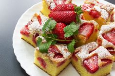 Jahodová bublanina • recept • bonvivani.sk Healthy Diet Recipes, Snack Recipes, Snacks, Czech Recipes, Sweet Cakes, Desert Recipes, Coffee Cake, Let Them Eat Cake, Organic Recipes