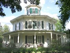 Built in 1855, this unique eight-sided house was home to Judge John Moffat who came to Hudson from New York. It is now owned by the St. Croix County Historical Society