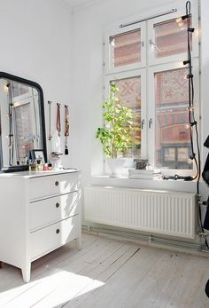 White painted drawers w black mirror