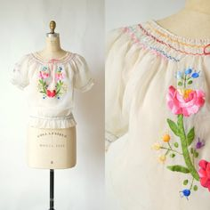 A 1940s bohemian embroidered blouse in perfect condition. This would be cute with a pair of jeans and sandals. #vintage #classic_vintage #1940s
